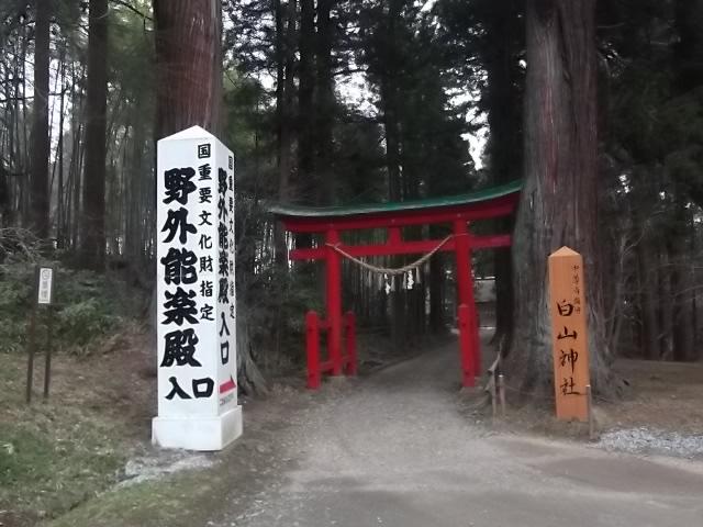 中尊寺 野外能楽殿入口
