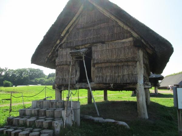 掘立柱建物
