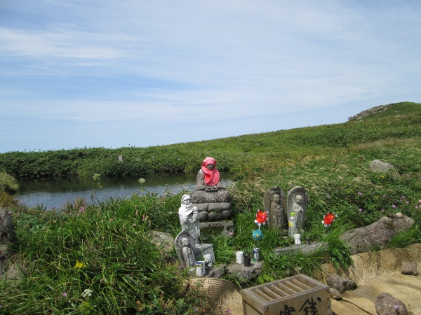 仏性池と石仏