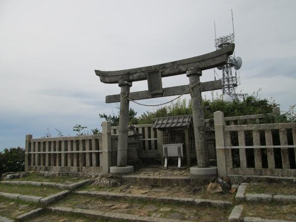 弥彦山 御神廟