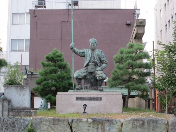 柴田勝家公の像